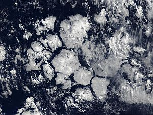 Hexagonal cloud formations in the Southern Ocean